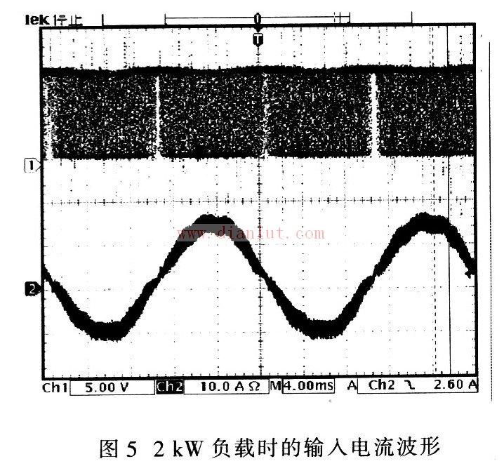 5 结论   通过试验看出,采用电压电流双闭环的平均电流控制模式原理能够实现电器设备的功率因数校正。在某变频空调控制系统增加该功率因数校正电路后,系统的功率因数明显提高,在保持原输出功率不变的情况下,主回路的滤波电容由原来的3 000F下降为2 200F,功率模块额定电流下降约70%,从而提高了元件的利用率。同时,系统的EMC指标也得到改善,达到GB4343-1995和GB17625.