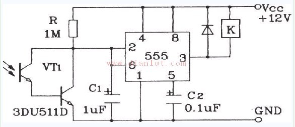 达林顿型光敏三极管灵敏光控开关的原理电路